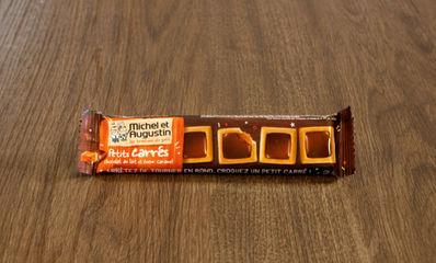 BISCUIT PETIT CARRE CARAMEL CHOCOLAT AU LAIT