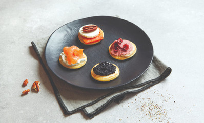 ASSORTIMENT EXALTANT MINI BLINIS